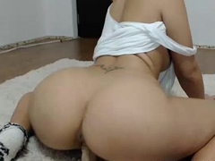 Beautiful Amateur Webcam Brunette Masturbating Her Pussy - BestStreamGirls.com
