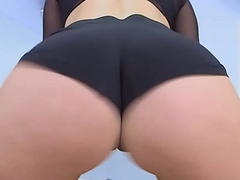 Kelsi Monroe twerks her nice bouncy ass