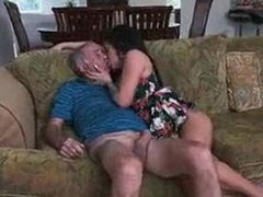 SEXIEST MAKEOUT B/W GRANDPA AND MILF